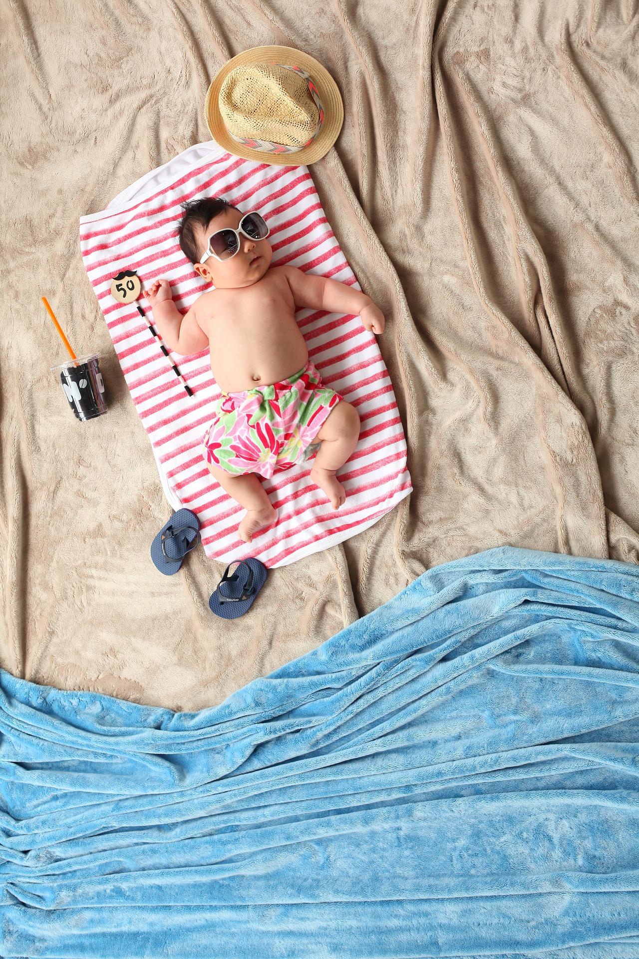 Eindelijk is het zo ver! Met het warme weer lijkt de zomer in Nederland doorgebroken. Helaas hebben de meeste newborns, en daardoor ook de ouders, er wat meer moeite mee. Wat kun je nu met je kindje doen wanneer het zo warm is? Dat lees je in deze blogpost.