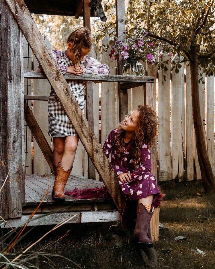 Het Nederlandse label Bootstock heeft een prachtige collectie handgemaakte en duurzame cowboylaarzen voor kinderen en volwassenen.