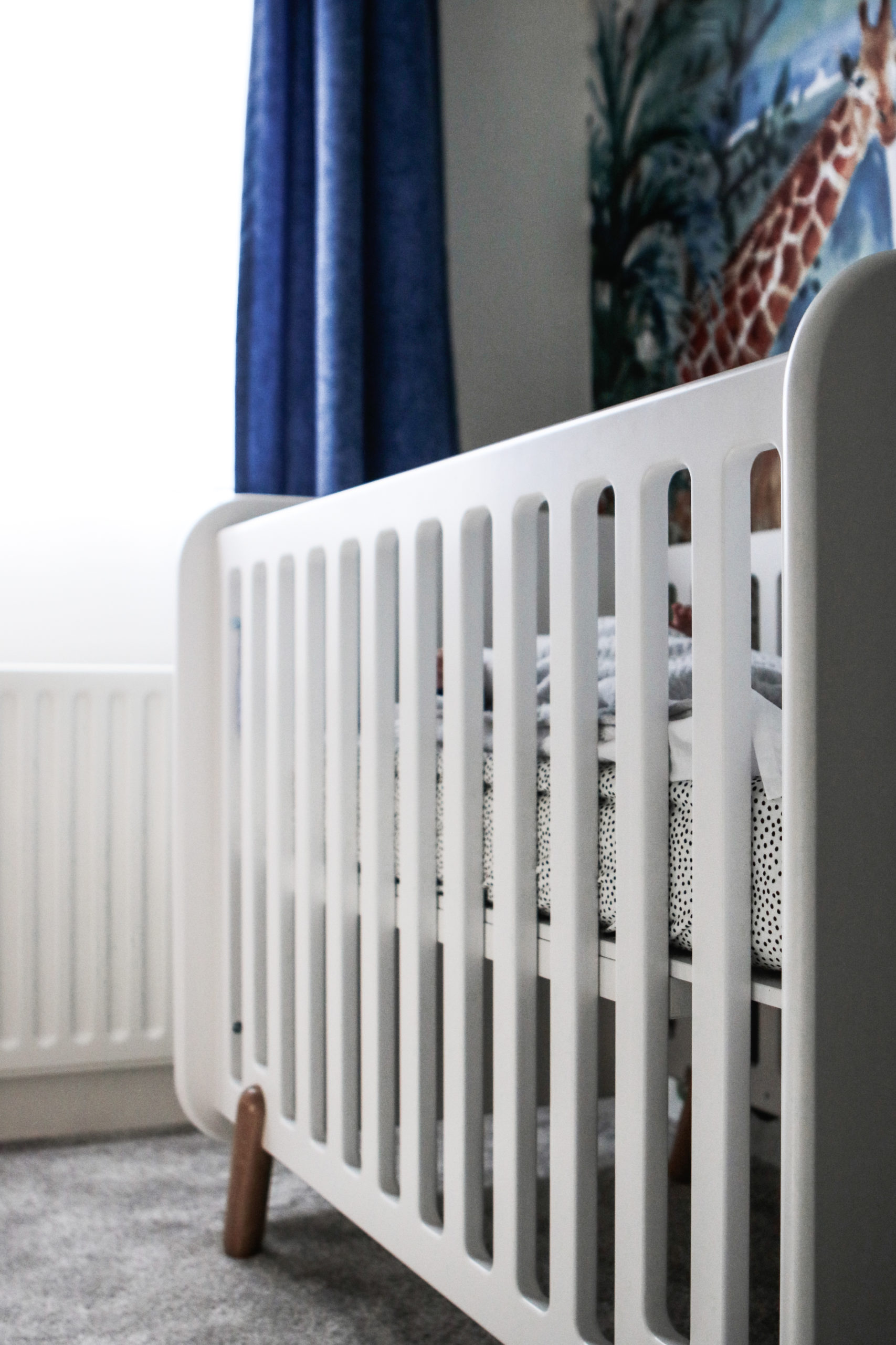 UKKEPUK MEUBELS zijn sterk, duurzaam en handgemaakt. Deze kindermeubels zijn een eye-catcher voor de baby- en kinderkamer. Dit is ledikant Vrolijk.