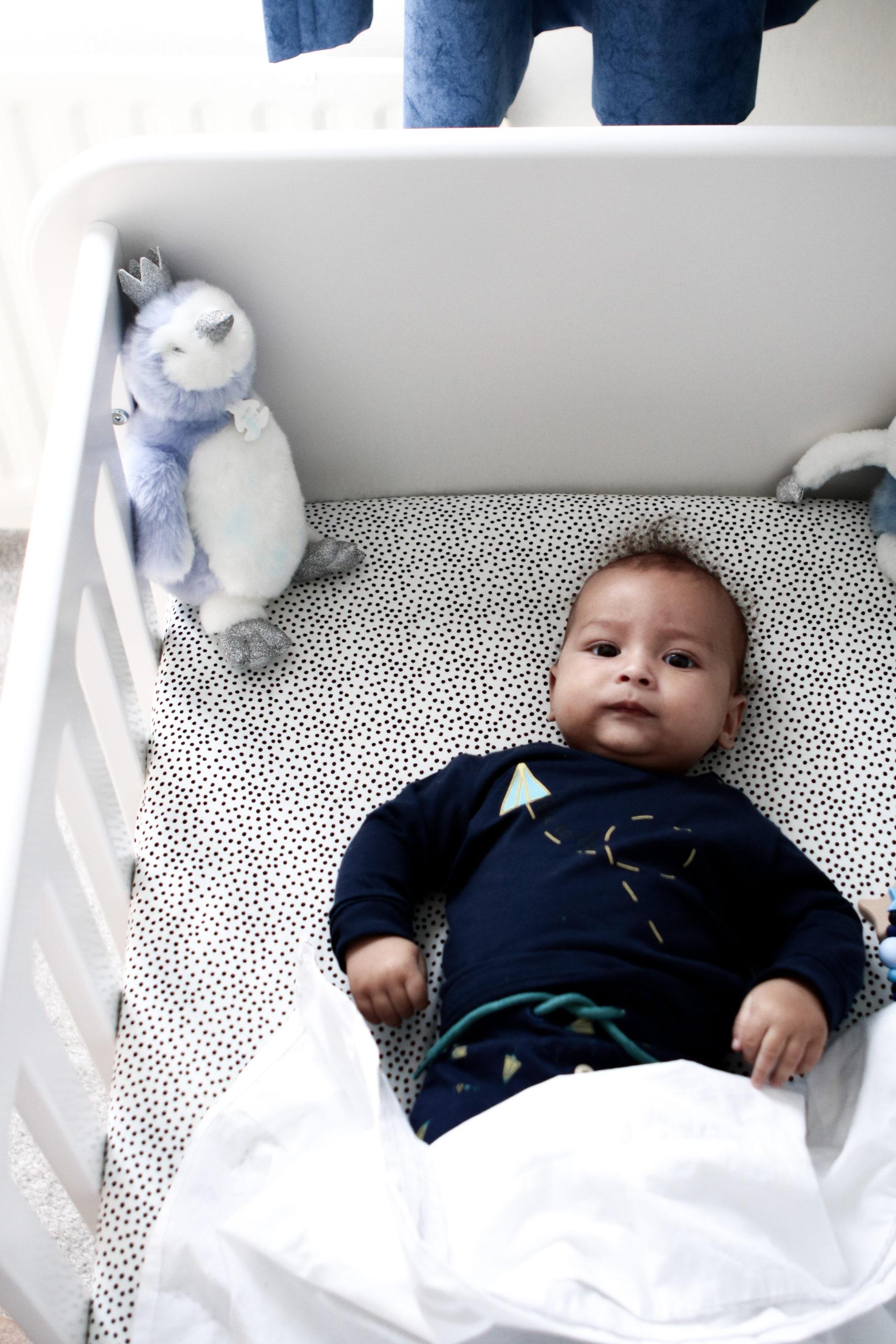 UKKEPUK MEUBELS zijn sterk, duurzaam en handgemaakt. Deze kindermeubels zijn een eye-catcher voor de baby- en kinderkamer. Dit is ledikant Vrolijk uit het kindermeubelmerk.
