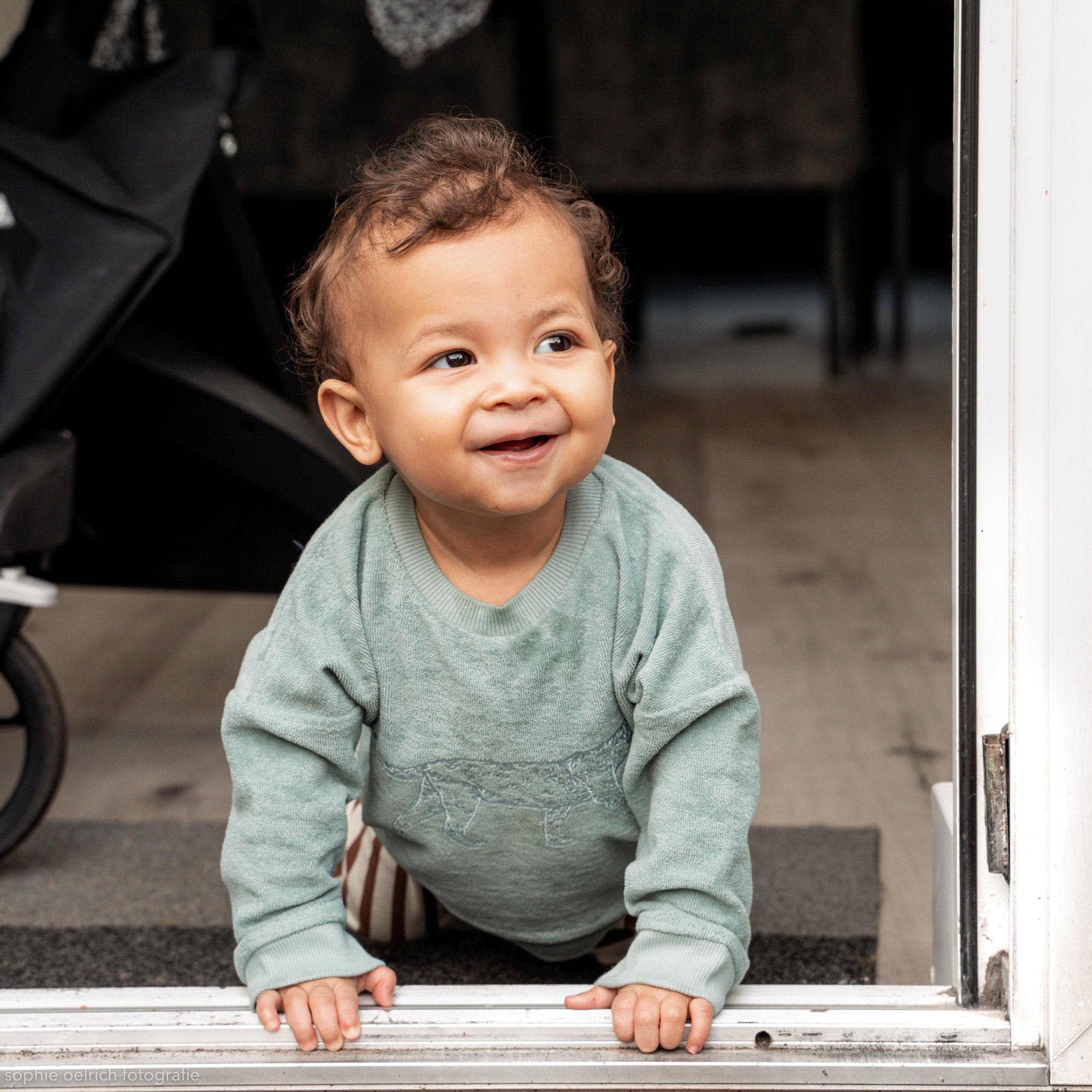 Wij delen vandaag de prachtige baby- en kinder (web)shop uit Amsterdam. Heel veel mooie kinderkleding en accessoires. Aanrader voor kraamcadeau ook. Lees mee over Ondersteboven Puck.