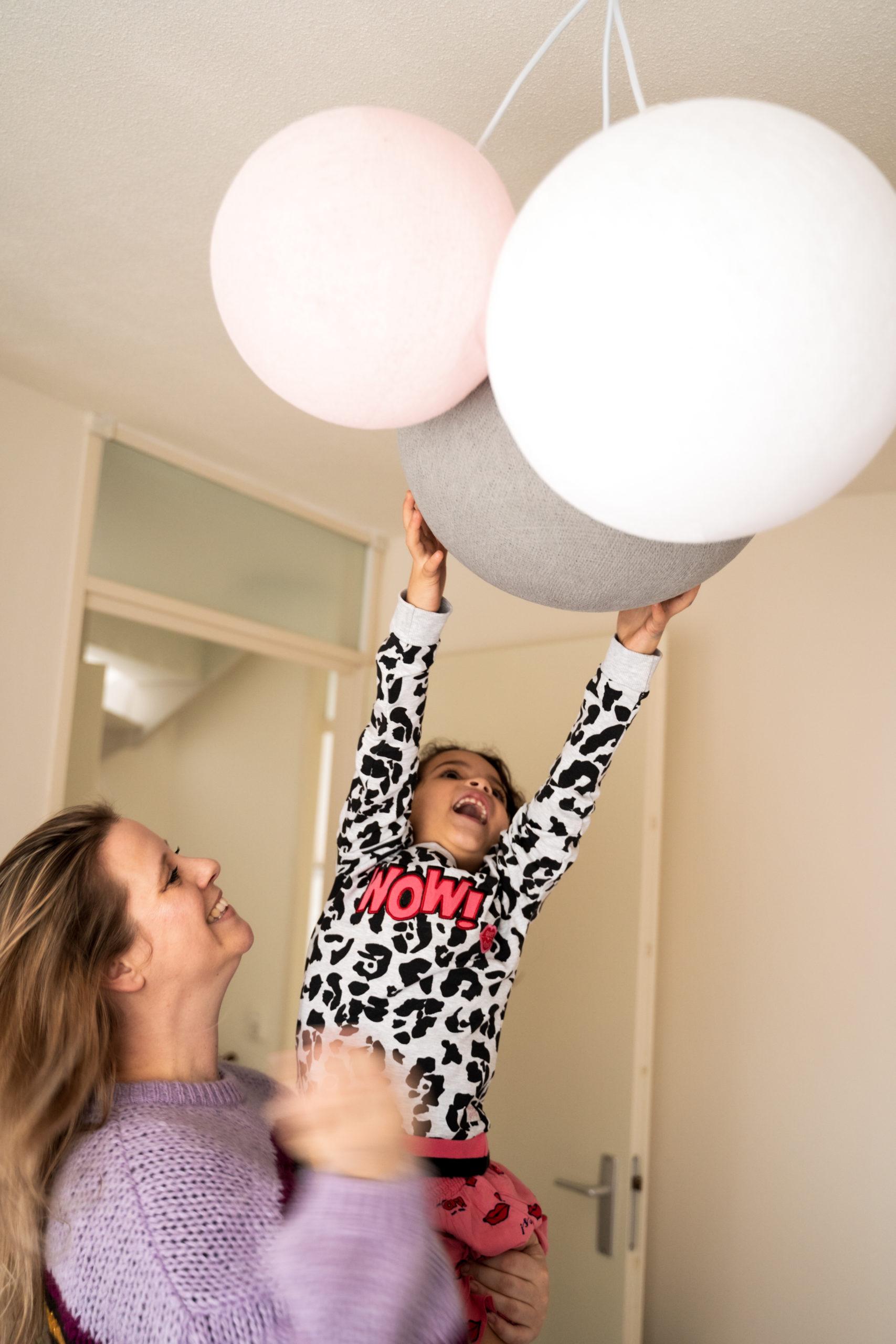 Wij lichten het mooie label Cotton Ball Lights uit voor de kinderkamer | Kinderfavorites