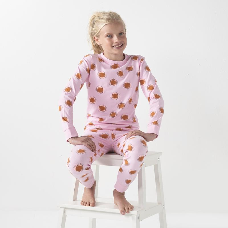 Roze pyjama met zonnetjes   Kinderpyjama's van Little Label
