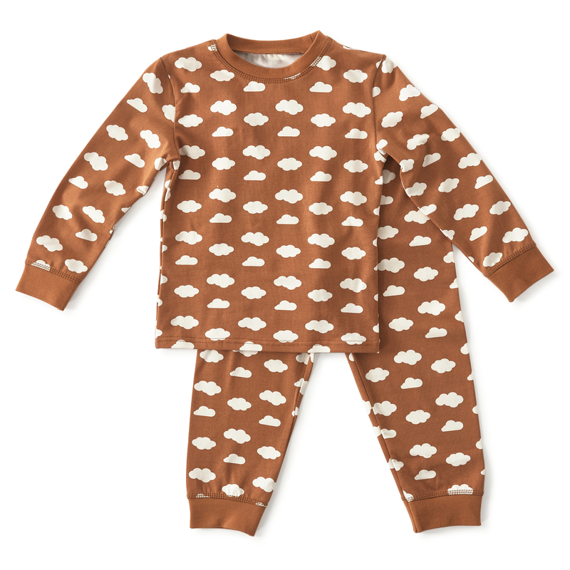 Bruine pyjama met wolken   Kinderpyjama's Little Label