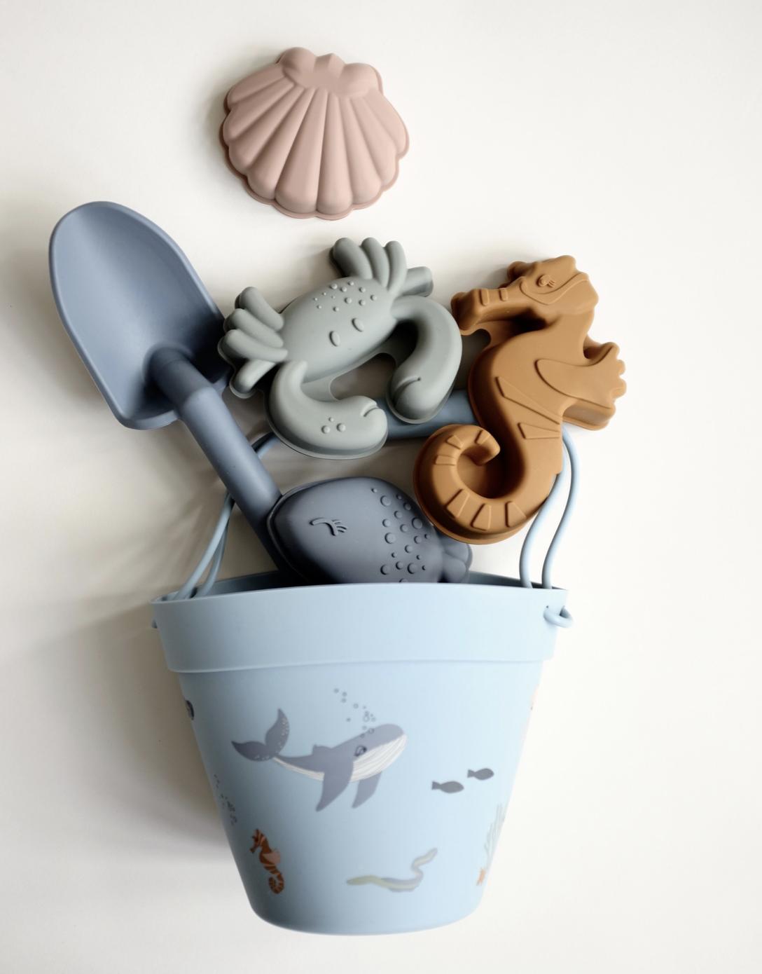 Vandaag delen we mooi strandspeelgoed bij Kinderfavorites. Heel leuk speelgoed van goede kwaliteit. Ook mooi om cadeau te doen.