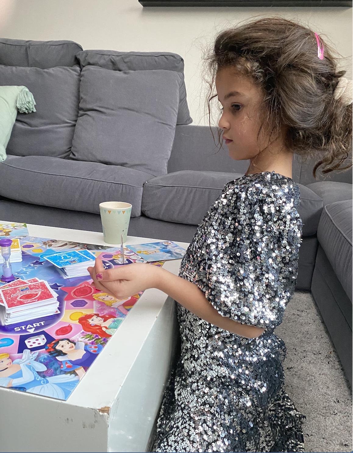 We hebben weer een ultieme speelgoedtip: Party & Co Disney Princess. Leuk om samen te spelen en aan iemand cadeau te geven!