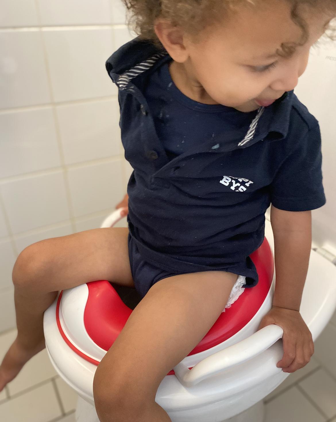 Wanneer begin je met zindelijkheidstraining? En welk plaspotje of toiletverkleiner schaf je aan? Wij delen tips in dit artikel!