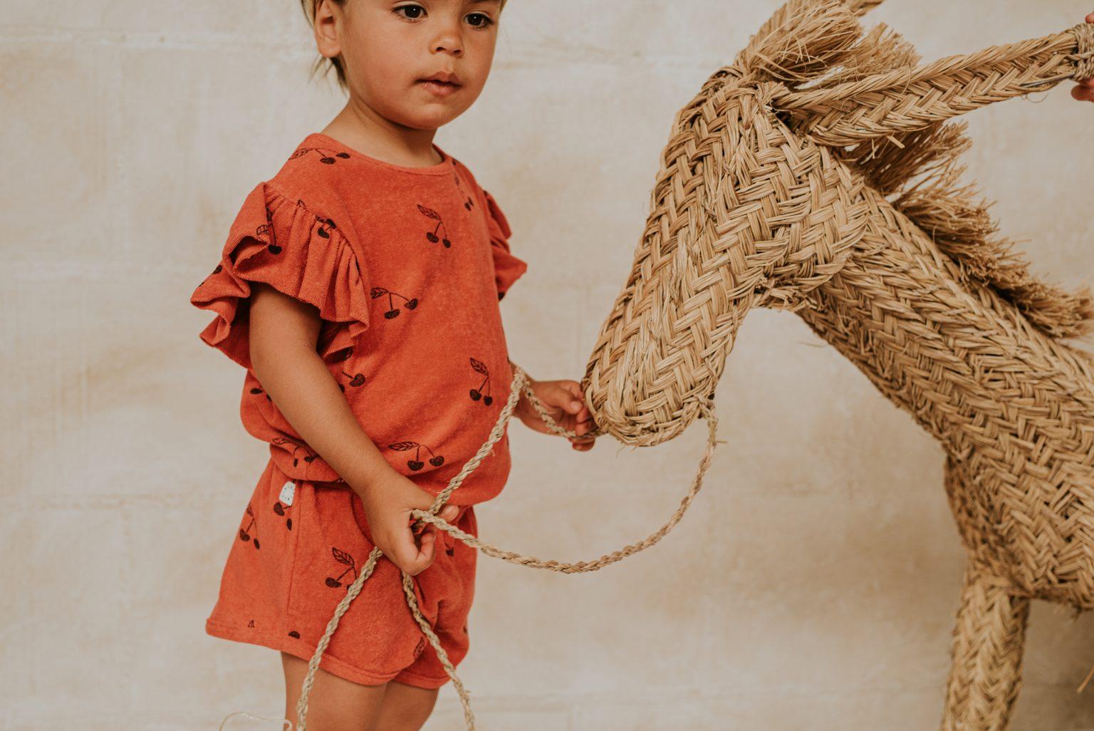 Wij lichten graag Sproet & Spruit uit bij Kinderfavorites. Je koopt hier jongens en meisjeskleding en allemaal duurzaam en goede kwaliteit.