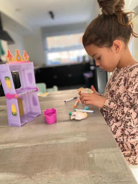 Voor creatieve en ondeugende kindjes zijn de washimals in het leven geroepen. Ook een leuke, betaalbare cadeautip is het washimals kasteel!