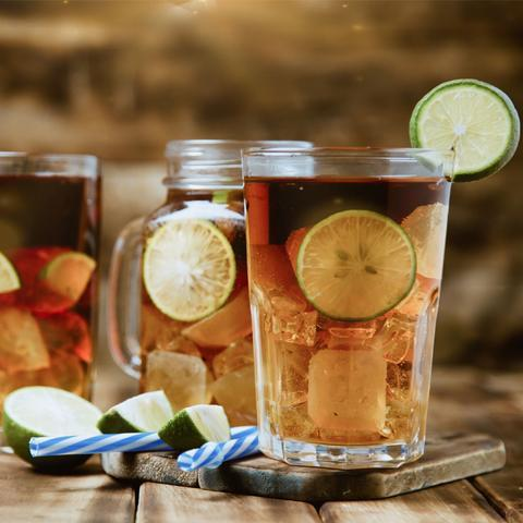 Vandaag delen we drie heerlijke recepten voor alcoholvrije recepten bij Kinderfavorites. Ideaal met dit mooie weer en een optimaal vakantiegevoel.