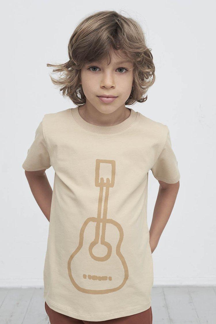 T-shirt met gitaar. duurzame kinderkleding bij Kinderfavorites