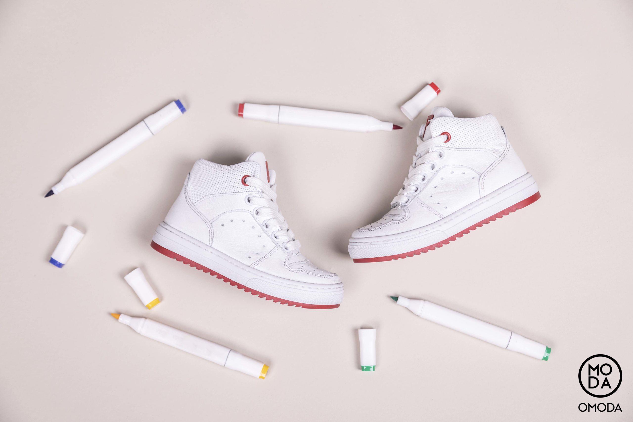 e eigen schoenen ontwerpen tijdens het Kids Only Event van Omoda