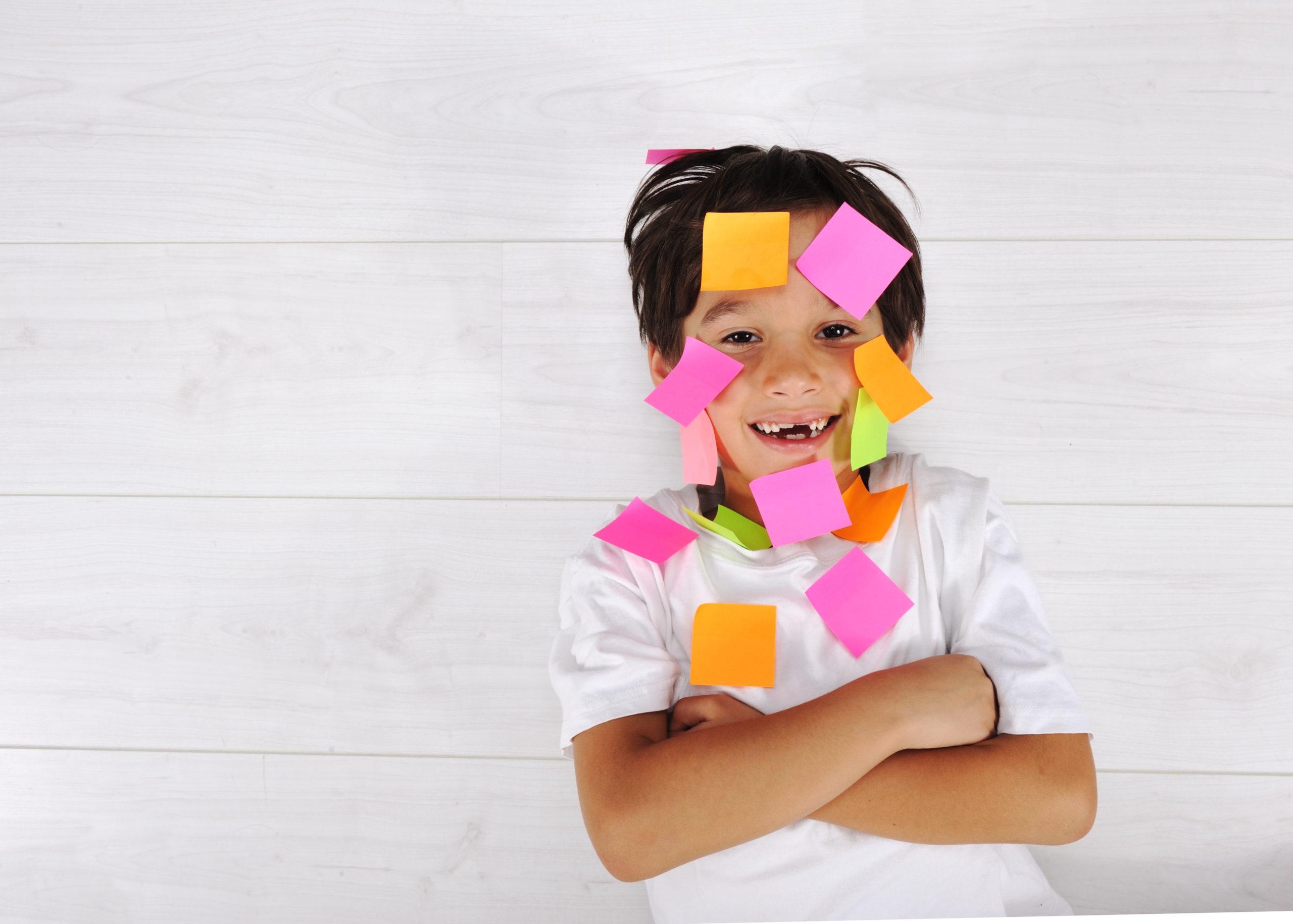 We delen 7 waardevolle rekentips zodat jouw kind met plezier leert. Simpele tips die makkelijk toepasbaar zijn voor de rekenvaardigheid.